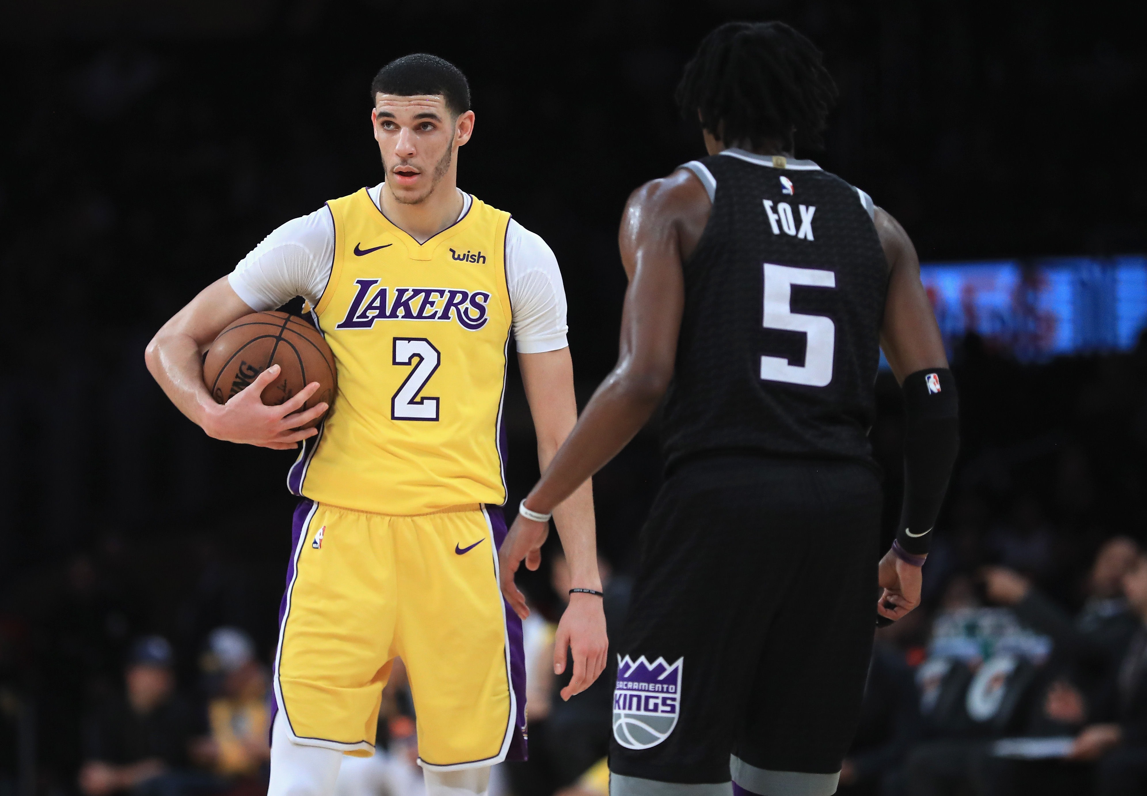 Lakers Conquer Kings, Win Second Straight